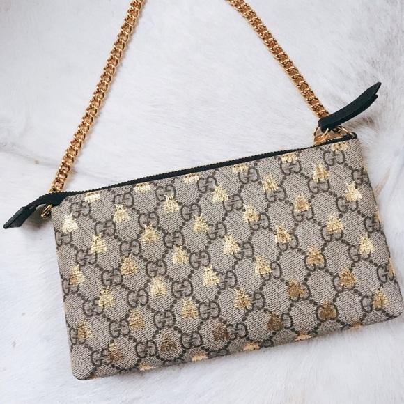 5fbf338e1e6 Gucci Handbags - Gucci Linea Bee GG Supreme wrist wallet
